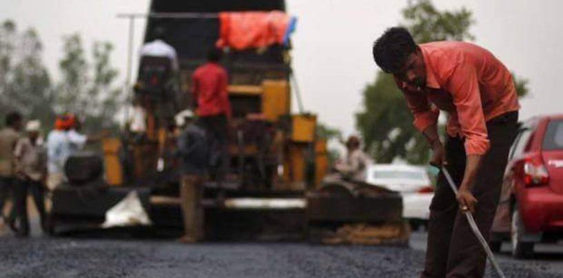 Из переработанного пластика сделано 100 тысяч км индийских дорог