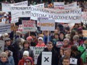 Сотни горожан Красноярска вышли в Центральный парк митинговать за чистое небо