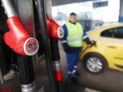Каждый шестой автовладелец стал реже садиться за руль из-за дорожающего бензина