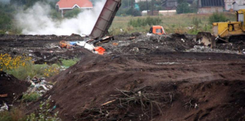 Работники двух незаконных свалок в деревне Старая Всеволожского района доставлены в отдел полиции