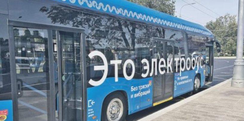 Электробус на маршруте: Денег не берет, заряжает мобильники и поет голосом Стаса Михайлова