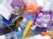 В Великобритании введут налог на неперерабатываемую пластиковую упаковку