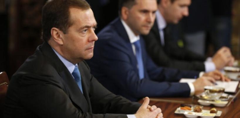 Медведев услышал и прокомментировал 14 наиболее актуальных проблем мусорной реформы