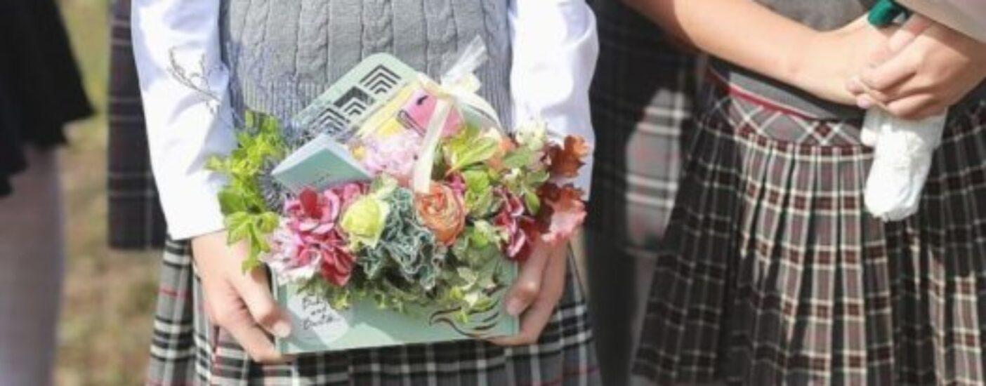 Не бросать деньги на ветер: в Красноярске призвали отпраздновать выпускные без воздушных шаров