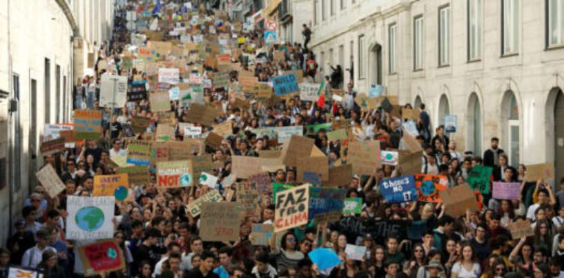 Климатические забастовки пройдут сегодня в России и по всему миру