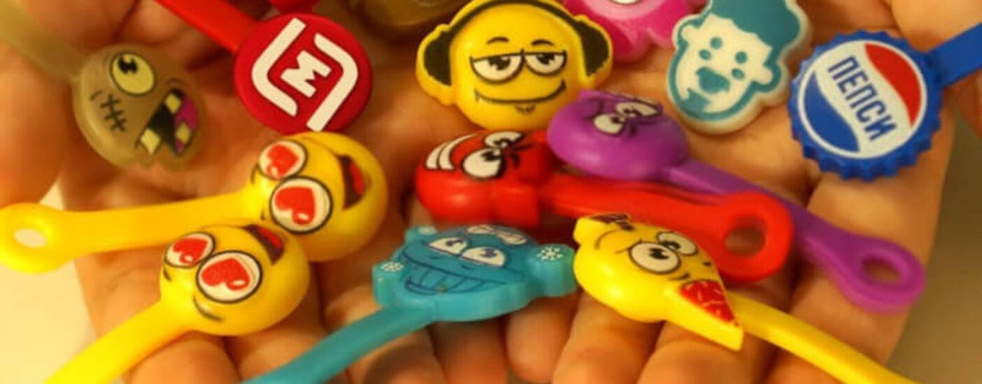 «Запретить скрепышей!»: россияне требуют остановить выдачу сувениров в супермаркетах